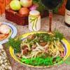 Салат из говядины,маринованных огурцов и грибов
