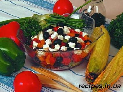 Салат из брынзы,овощей и маслин