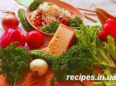 Салат с сыром в соусе