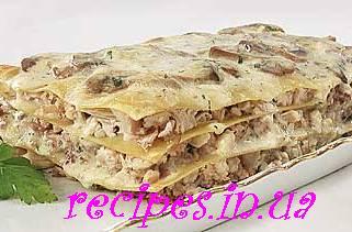 Лазанья с курицей, грибами и сыром пармезан