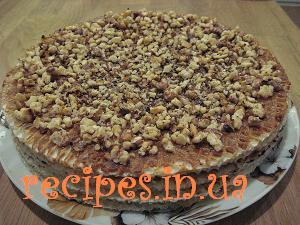 Вафельный торт со сгущёнкой и орехами