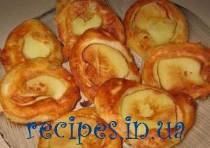 Оладьи на дрожжах с яблоками