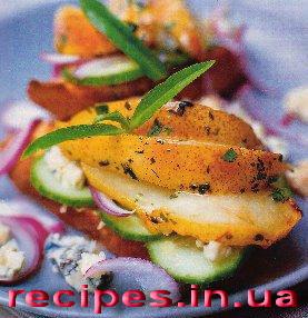 Салат из сыра с грушами