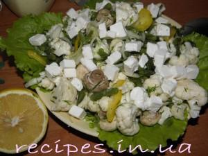 Салат с цветной капустой, грибами, фасолью и сыром Фета