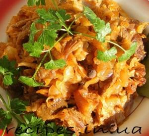 Рецепт тушеной капусты с мясом и грибами