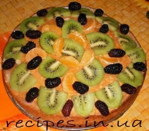 Бисквитный торт со сметаной и фруктами