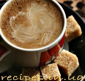 Приготовление кофе с имбирём и молоком